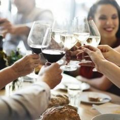 Should You Really Care About Sulfites In Wine? Find out what sulfites are and if they& bad for you. Healthy Kids, Healthy Drinks, Healthy Dinner Recipes, White Wine, Red Wine, Animal Tv, Cinnamon Tortillas, Food Porn, Relaxer