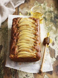 Clean Baking Walnuss-Birnenkuchen Cake in a clean eating diet? No problem with this Clean Baking walnut pear cake! Dog Recipes, Baking Recipes, Cake Recipes, Clean Eating Cake, Clean Eating Snacks, Beaux Desserts, The Joy Of Baking, Pear Cake, Snacks Sains