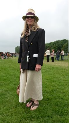 Fiona-Stewart Johnson from Ancaster wowed us with her Annie Hall styling. We love the constrast of a masculine tailored jacket and panama-style hat teamed with loose, long hair and a flowy, feminine skirt in natural linen. This wonderfully whimsical summer outfit makes us think of boating, cricket and gymkhanas - it's a classic English look!