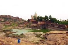 A beautiful white structure, Jaswant Thada is among the notable architectural marvels of Jodhpur. Historical Monuments, Jodhpur, Places Of Interest, Rustic Feel, Places To Visit, Marvel, India, Memories, Architecture