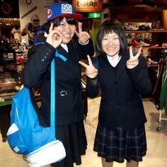【大阪店】 2012年11月25日  仙台から修学旅行でお越しのイシヤマ様、サイトウ様!  早速購入されたキャップを被って頂きました。    お二人共大阪をとても気に入っていて  住みたいとおっしゃっていました!