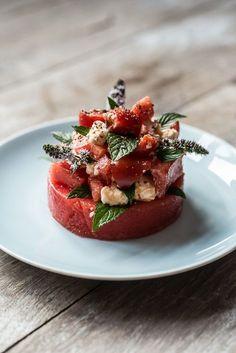 Watermelon, feta, mint and tomato salad Tapas, Fruit Recipes, Gourmet Recipes, Waldorf Salat, Watermelon And Feta, Dessert, Food Presentation, Food Design, Food Plating