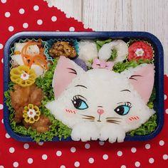 1,394 個讚好,0 則回應 - Instagram 上的 もねっち(@matae4281021):「 おはようございます🙂 * * 2020年初のキャラ弁は、お久しぶりのマリーちゃんにしました♥️ * * * #マリーちゃん #マリー #マリーちゃん弁当 #ディズニー #おしゃれキャット #キャラ弁… 」 Cute Bento Boxes, Lunch Box, Instagram, Bento Box