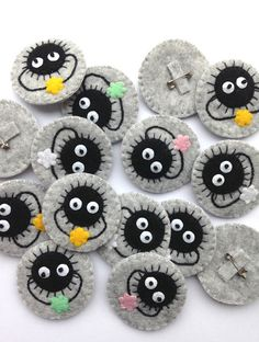 Handmade felt Soot Sprite brooch w/ white star from the Studio Ghibli films Spirited Away & My Neighbor Totoro. Please bear in mind that the