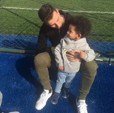 Oguzhan Ozyakup with Atiba's son Noah