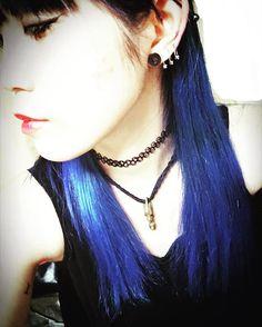 WEBSTA @ 0_nami619 - 寒くなる季節なので緑味のある#aftermidnight から紫味の強い#shockingblue に戻してみた。赤リップと青髪の相性最高です。頬に赤みのニキビが多数出来て悲しいですがそちらは早く消えて欲しい。#マニックパニック #manicpanic #青髪#bluehair #blue #hair