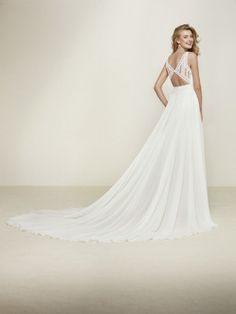 Vestido de novia corte evasse escote pico