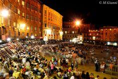 Photograph Piazza del Campo dopo il Palio by Mariano Giannì on 500px