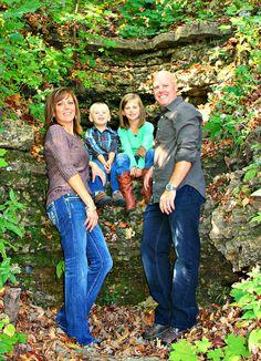 Great family photo Calm Down Jar, Family Pictures, Couple Photos, Picture Ideas, Photo Ideas, Photoshoot, Photography Ideas, Cute, Couple Shots
