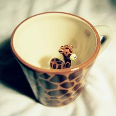 Giraffe surprise mug