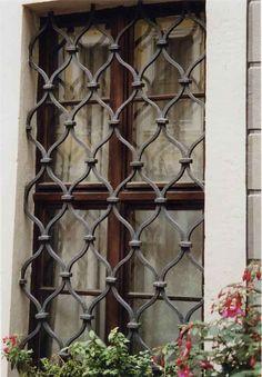 Geschmiedetes Fenstergitter Am Bosehaus In Leizig Window Grill Design, Fence  Design, Window Grids,