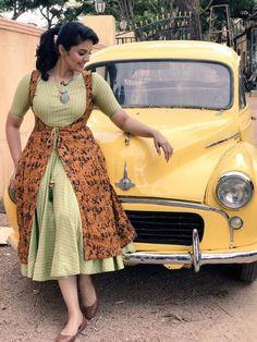 Flattering Kalamkari Dresses from Rekha's Couture Simple Kurti Designs, Kurti Neck Designs, Kurta Designs Women, Kurti Designs Party Wear, Blouse Designs, Kalamkari Designs, Long Dress Design, Stylish Dress Designs, Designs For Dresses