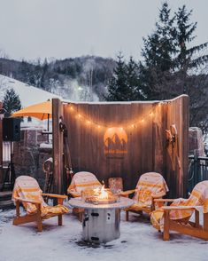 Take a moment to unwind after a day on the slopes with Veuve Clicquot Yellow Label. Ski Canada, Veuve Cliquot, Ski Slopes, Apres Ski, Sparkling Wine, Skiing, Champagne, Graduation, Charlotte