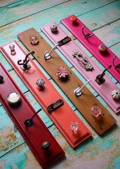 Archiviazione manopola display nei colori rosa, rosso, corallo e Shabby Chic di legno