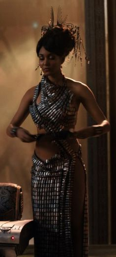 Sexy dress in jupiter ascending Movie Costumes, Cool Costumes, Jupiter Ascending, Space Fashion, Creative Costumes, Female Actresses, Fantasy Dress, Other Outfits, Future Fashion