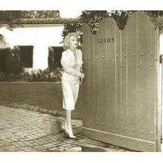 Marilyn Monroe outside her home on 5th Helena