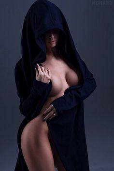 """yohelava: """" Adonde está la capucha si desnudas el pecho Y entibias con tus…"""