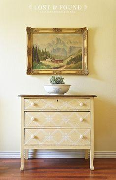 Fusion's Buttermilk Cream Oak Washstand { Furniture Makeover }   http://www.lostandfounddecor.com/makeovers/oak-washstand-furniture-makeover/