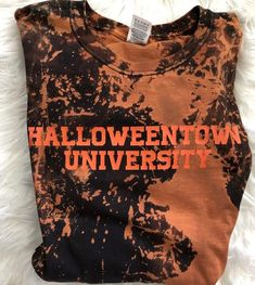 Halloweentown University – Not Your Average Babe Halloween Town, Halloween Outfits, Halloween Costumes, Diy Halloween Shirts, Halloween Clothes, Halloween Queen, Halloween Fashion, Outfits Otoño, Fall Outfits