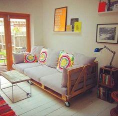 60 Stunning DIY Projects Pallet Sofa Design Ideas – Home Design Diy Sofa, Diy Pallet Sofa, Pallet Furniture, Furniture Ideas, Garden Furniture, Pallet Bank, Reclaimed Furniture, Furniture Inspiration, Antique Furniture