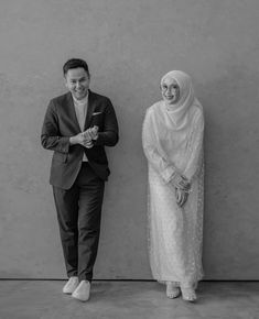 Muslim Wedding Gown, Muslimah Wedding Dress, Korean Wedding Photography, Couple Photography Poses, Pre Wedding Poses, Pre Wedding Photoshoot, Foto Wedding, Wedding Prep, Muslim Couples