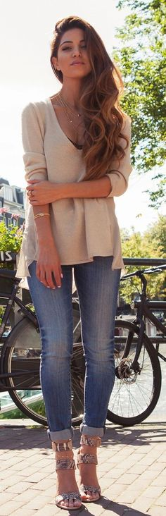 Causal V-Neck Sweater with Skinnies Jeans and Heels | Spring Outfits