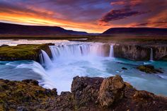 Iceland is full of beautiful waterfalls, and knowing which one to visit can be overwhelming! Here are the top 6 waterfalls in Iceland that you need to visit Cool Landscapes, Beautiful Landscapes, Landscape Photos, Landscape Photography, Travel Photography, Alaska, Wonderful Places, Beautiful Places, Vietnam
