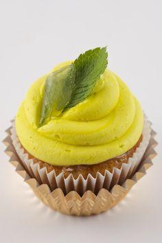 I could dive right into this mojito cupcake. Yumeeeh!