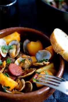 In Global Cuisine reizen we de hele wereld over en vandaag is het de beurt aan de Spaanse keuken. Didi laat haar Guiso de chorizo, almejas y patatas zien.