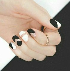 Nail art black white