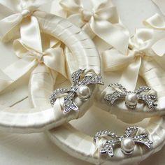#bridal #horseshoe with pearls & crystals. £29.99 #ayedo.co.uk