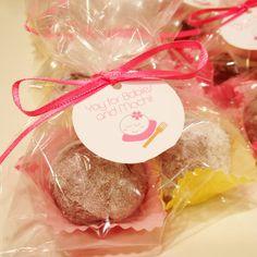 https://foureyedgirlie.wordpress.com/2012/10/01/sweet-treats-cocoa-mochi-with-nutella-inside/ COCOA MOCHI WITH NUTELLA INSIDE