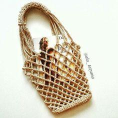 ТРИКОТАЖНАЯ ПРЯЖА | КЛУБКИ ТУТ | ВЯЗАНИЕ | МК Handmade Handbags, Handmade Bags, Diy Laine, Crochet Buttons, Pouch Pattern, Net Bag, Macrame Bag, Basket Bag, Knitted Bags