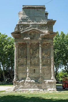 Orange, arc antique dit Arc de triomphe d'Orange - Eastern end - datant du Ier siècle, marquant l'entrée de la Ville d'Arausio sur la Via Agrippa