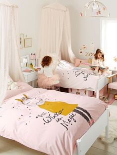 25 Cozy Bedroom Decor Ideas that Add Style & Flair to Your Home - The Trending House Sister Bedroom, Twin Girl Bedrooms, Girls Bedroom, Shared Bedrooms, Girls Room Design, Kids Bedroom Designs, Bedroom Ideas, Small Room Bedroom, Baby Bedroom