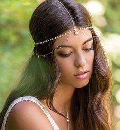 This one of a kind handmade bridal headpiece is a unique and luxurious item. The pearls create a gorgeous bohemian look while the contrasting 14K gold delicate chain adds a subtle modern appeal. PRODU
