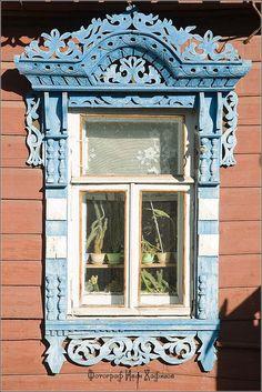 ❥ windows in Kostroma city. photo by Ivan Hafizov
