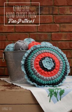 Retro Style Crochet Pillow - Free Pattern!