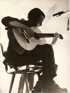 La Opinión Rey Montalvo: Entrevista al trovador cubano Silvio Rodríguez Rock And Roll, Folk, The Past, Blues, Music Instruments, Poster, Musicians, Flowers, People