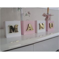 Enfeite Cubo Nome Letra Espelhada Bebê Quarto Menina Menino - R$ 6,90 no MercadoLivre