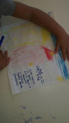 prima settimana di scuola. F., 4 anni,mostra tutto orgoglioso il suo disegno;gli chiedo se vuole che scrivo per lui: accenna di sì e mi dice di scrivere per mamma e papà. Subito G., di 4 anni pure lei, si precipita col foglio in mano:<A me non scrivi?> ... <certo! dimmi cosa vuoi che scriva>Si piazza davanti a me, tenendo il suo disegno tra le mani, e canta: <ciao mamma e papà, siete belli a volontà, vi voglio tanto bene>