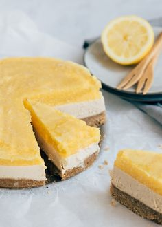 Vegan cheesecake with mango – Pure Sweet - Quick and Easy Recipes Vegan Sweets, Healthy Sweets, Healthy Baking, Mango Cheesecake, Healthy Cheesecake, Savoury Cake, Clean Eating Snacks, Sweet Recipes, Easy Recipes