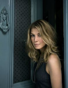 Rosamund Pike hair color