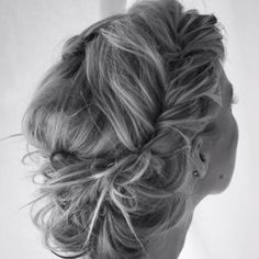 When I renew my vows I want to have my hair long and braid it like this or kinda like this. Pretty.