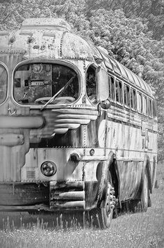 Ant's sand world version of the bus. Old Bus by Randy A. Eckert, via Abandoned Cars, Abandoned Buildings, Abandoned Places, Abandoned Vehicles, Vintage Trailers, Vintage Cars, Antique Cars, Onibus Marcopolo, Colani