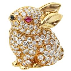 VAN CLEEF & ARPELS Ruby Diamond Bunny Rabbit Pin Brooch | 1stdibs.com Van Cleef Arpels, Van Cleef And Arpels Jewelry, Cartier, Antique Jewelry, Vintage Jewelry, Bunny Rabbit, High Jewelry, Jewelry Art, Bling Jewelry