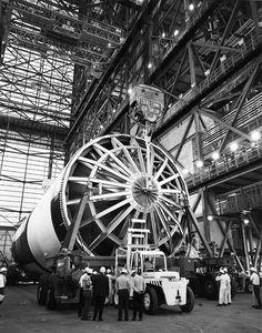 Erection of on mobile launcher March American Space, Nasa Space Program, Rocket Design, Apollo Program, Rp 1, Apollo Missions, Nasa History, Kennedy Space Center, Major Tom