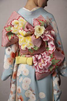 Hiromi Asai is raising funds for Save Artisans - Bring Real Kimono to New York Fashion Week on Kickstarter! Kimono artisans and stylist bring real Kimono on runway to New York Fashion Week for saving artisans and the art of Kimono creation Traditional Kimono, Traditional Dresses, Japan Fashion, Fashion Show, Trendy Fashion, Kimono Yukata, Look Kimono, Style Du Japon, Fashion Week 2016