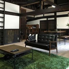 I live nice in a Japanese house. An illustration of an old private house interior example Japan Interior, Japanese Interior Design, Diy Interior, Home Interior Design, Interior Decorating, Japanese Style House, Living Room Color Schemes, Classic House, House Rooms