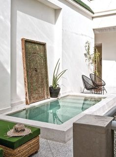 what my home will look like modern Backyard with pool Un riad élégant et contemporain - PLANETE DECO a homes world Small Swimming Pools, Small Backyard Pools, Small Pools, Swimming Pool Designs, Backyard Ideas, Backyard Landscaping, Backyard Patio, Patio Ideas, Small Garden Jacuzzi